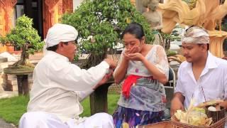 Upacara Adat Bali-Magedong gedongan (umur kandungan 7 bulan)