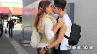Kissing a Hot Cougar / MILF