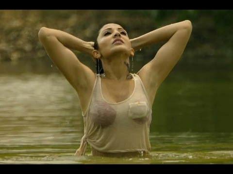 HOT: Anushka Sharma's wet video from Matru Ki Bijlee Ka Mandola