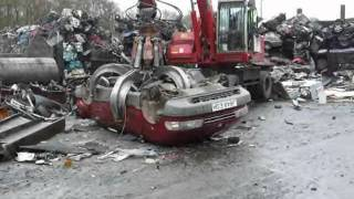 Car Crushed (Toyota Previa. DESTROYED) - Metal Recycling