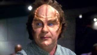 Star Trek Enterprise: Dr. Phlox observing Human Behavior