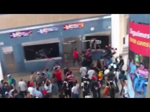 Metro de caracas pelea en el metro enfrentamiento policial disturbios