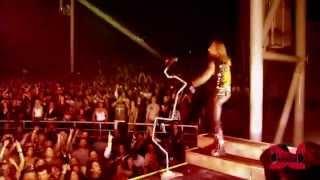 Motley Crue - Wild Side (Live - Crue Fest)