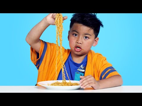 Xxx Mp4 Spicy Noodle Challenge Kids Try HiHo Kids 3gp Sex