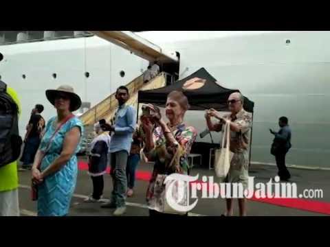 Kedatangan Turis yang Naik kapal Pesiar Seaborn Encore Cruise Disambut Reog Ponorogo