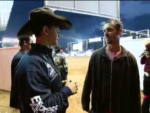A vida do profissional de montaria em touros Valdiron Oliveira 2011.mp4