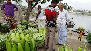 Very Fresh Vegetables Coming By Boat From Village To City Morning Vegetables Market