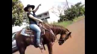kelen aprendendo pra cavalgar, Whisky.