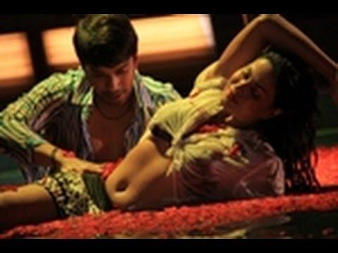 Wet Video of Veena Malik as Silk Smitha