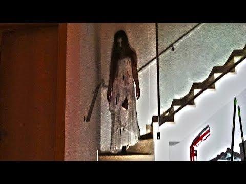 Este vídeo fue encontrado en un local abandonado. La grabación contiene imágenes fuertes.