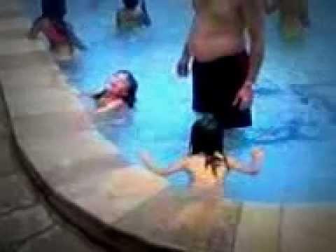 primeiro banho de piscina