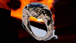 Gold ring handmade form of elephant head with gemstone kyanite