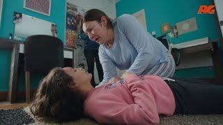 """بوكس وقلم بعد أكتشاف إدمان """" هانيا """" أبنتها لمخدر الهيروين - مسلسل تحت السيطرة"""