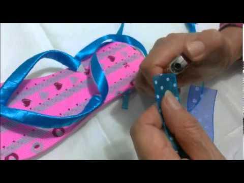 Sandalias decoradas con cinta