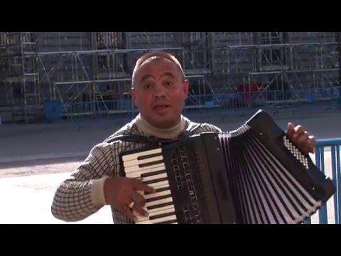 Śmieszny akordeonista