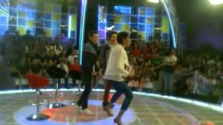 Enrique Gil's  dance moves