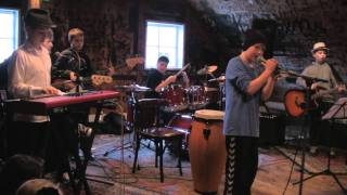 PH4 - The Boys Band - Hon stendur har í garðinum