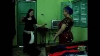 رقص شرقي مع عالمة