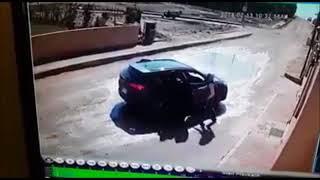 محاولة تثبيت سيارة بها أسرة في حدايق الاهرام و القبض علي المجرمين