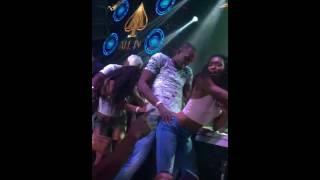 Usain Bolt perreando en una discoteca