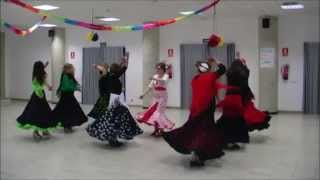 Sevillanas bailadas en línea de tres