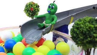 Green Baby PLAY TIME IN THE AMUSEMENT PARK - Kids Stop Motion Cartoons Play Doh