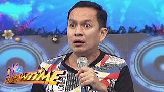 It's Showtime: Alex Calleja compares men to women
