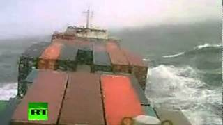 Marinos cara a cara con una tormenta en el Océano Atlántico