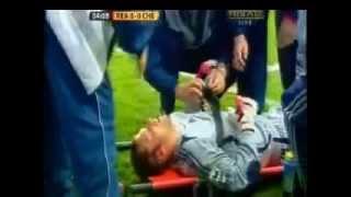 اصابة الحارسان بيتر تشيك والاحتياطي كودتشيني في نفس المباراة بالرأس واضطرار جون تيري لحراسة المرمى