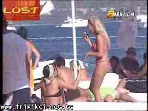 Esra Balamir Bikinili