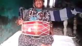 Uttar pradesh desi lady sing a mast gajal dholak
