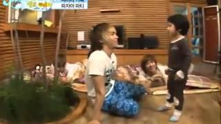 SHINee Hello Baby - Yoogeun Dancing to Ring Ding Dong