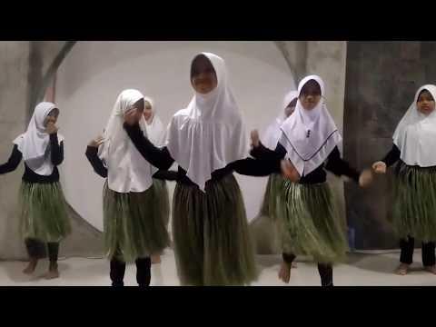 Tari Sajojo (Performance Day by Sekolah Alam Bogor)