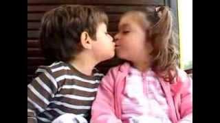 Se eu te dar um beijo voce devolve crianças se beijando