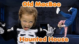 Old MacBoo Halloween Song (Old MacDonald Had a Farm) | Halloween Costumes for Kids