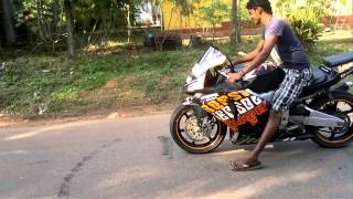 Honda CBR Bike stunt burn out - make a face on the floor by burn out with Honda CBR 250