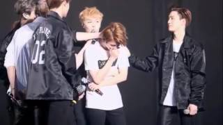 Baekhyun crying at the last stage with TAO