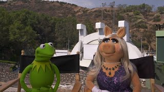Piggy says Kermit is 'same old green-looking thing'