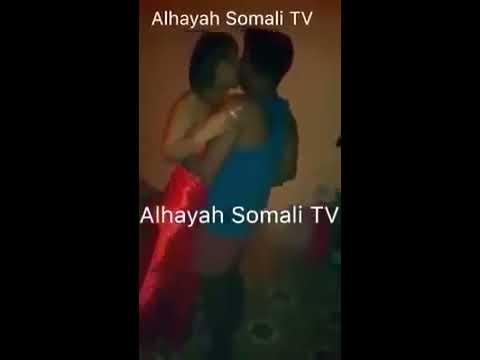 Daawo wiil Somali ah oo naag qaawan oo saqraansan salaaxaya subsribe dheh channe