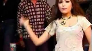 Pakistani University Girl Dance With MAHI MAHI MENU CHALA PAWA DE.flv