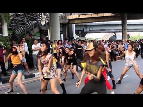 Jennifer Lopez: Flash Mob  Thailand 2012