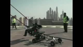 Árabe es expulsado con una catapulta gigante y mira lo que ocurre