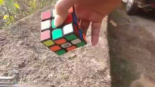Solve rubik's cube in a second with shaking hand - Camera trick
