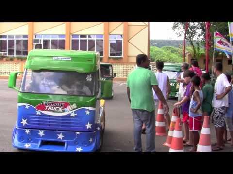 Crianças se divertem nos Mini Caminhões da Truck Kids