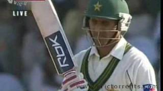 Dhoni Bowling Against Pakistan