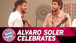 Alvaro Soler celebrates with FC Bayern!