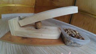 Деревянный орехокол сделай сам.