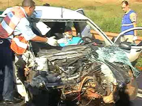 Mulher morre e dois ficam feridos em colisão frontal no PR
