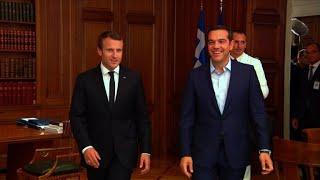 Macron reçu par le Premier ministre grec Alexis Tsipras
