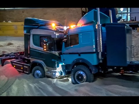 RC truck Scania got stuck Rescue ACTION with wheel loader